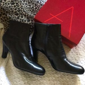 Black Leather Boots by AeroSole